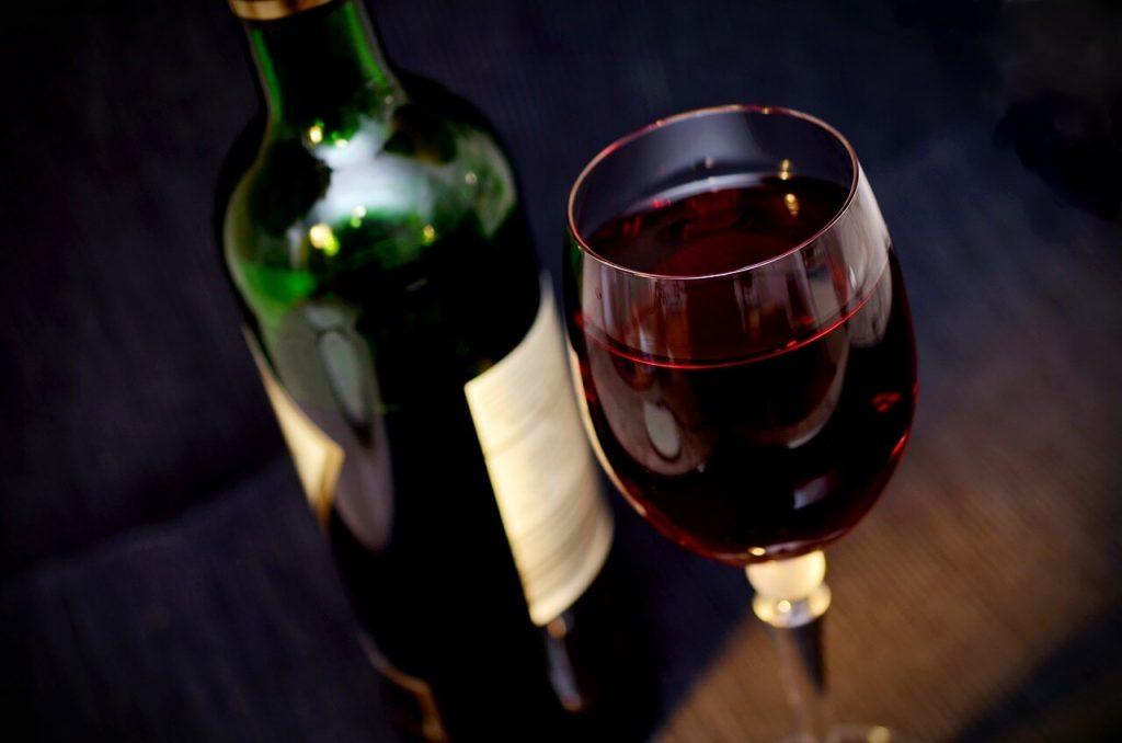 vino rosso ricco di flavonoidi