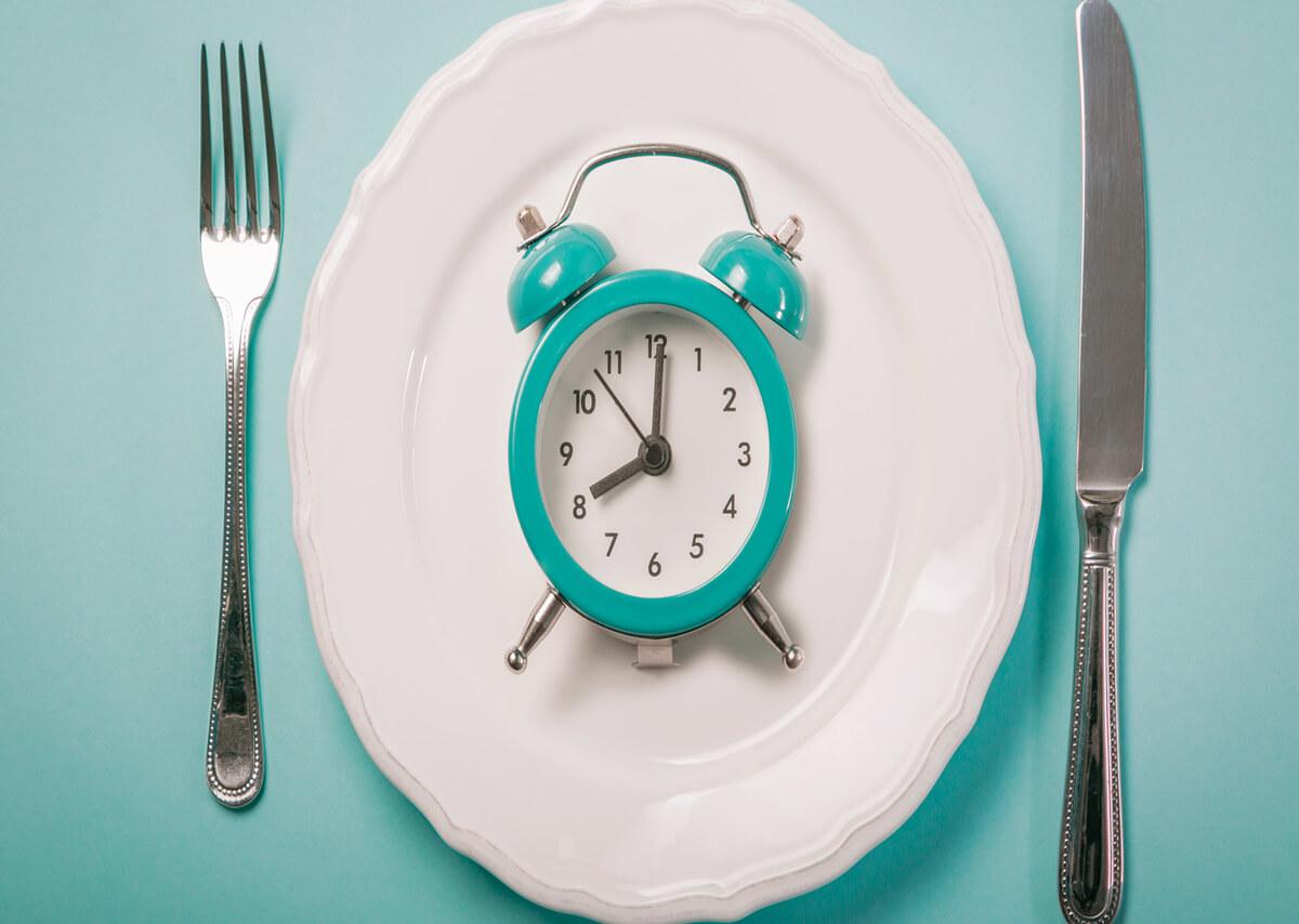 piatto vuoto che indica saltare i pasti
